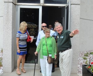 Guy Richardson (right) points the way to the Sierra Community Theatre to IRGC member Dolores Mertz. Behind them are commissioners Kris Kramer and Carl Heinrich.