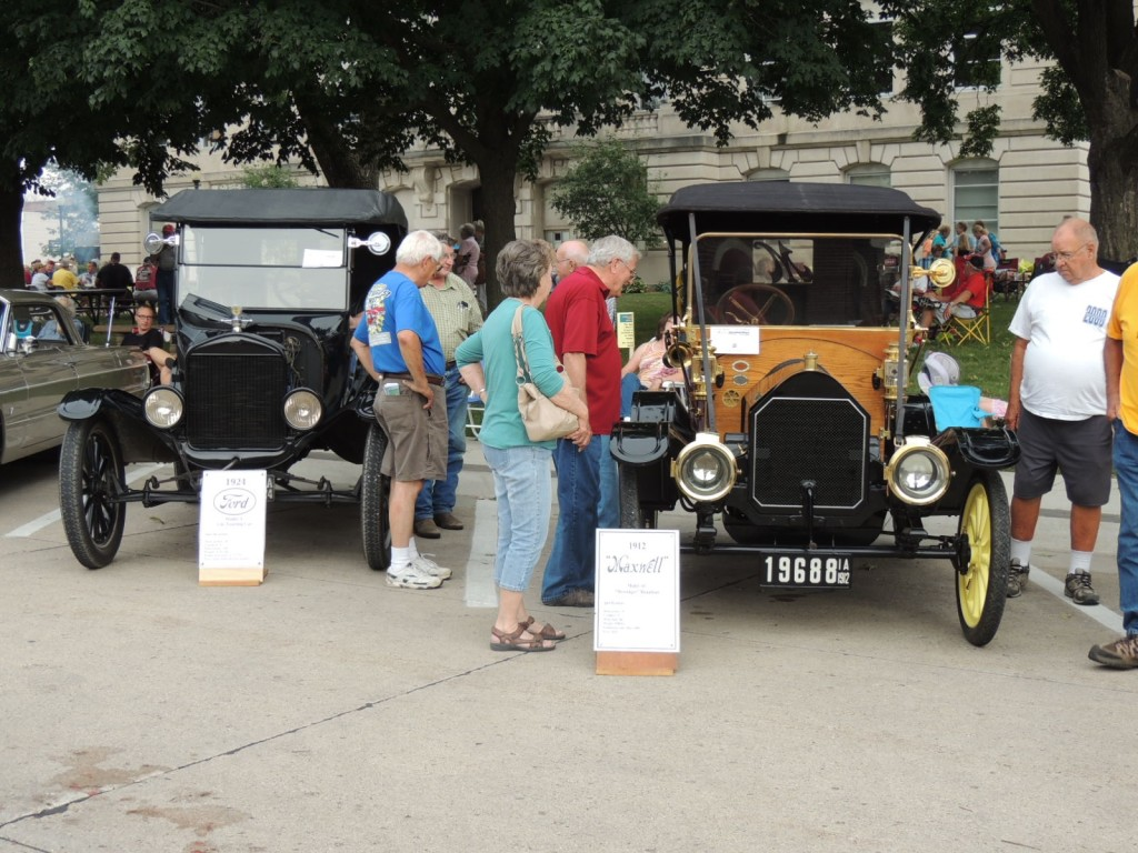 Left: 1924 Ford owned by Don Pauley of Clear Lake; Right: 1912 Maxwell owned by Dick Pauley of Jefferson
